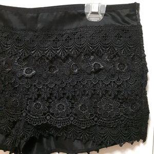 🛍️ Black lace shorts